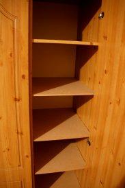 półki w szafie