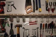 narzędzia w garażu