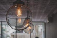 lampa w przedpokoju